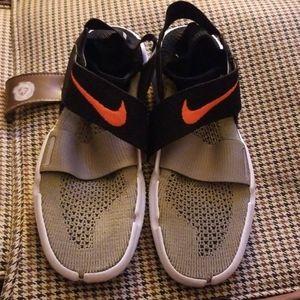 Nike Free RN Motion FlyKnit Sock Sneakers 9